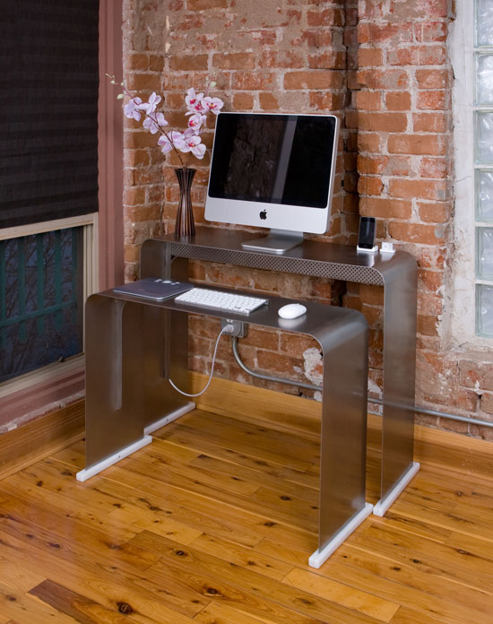 onelessdesk un bureau pratique et design geek hype. Black Bedroom Furniture Sets. Home Design Ideas