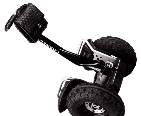 Image chanelsegwayx2   Chanel Segway : Dplacez vous comme Karl