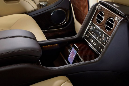 Image bentley mulsanne ipod app 550x366   Bentley Mulsanne Executive Interior