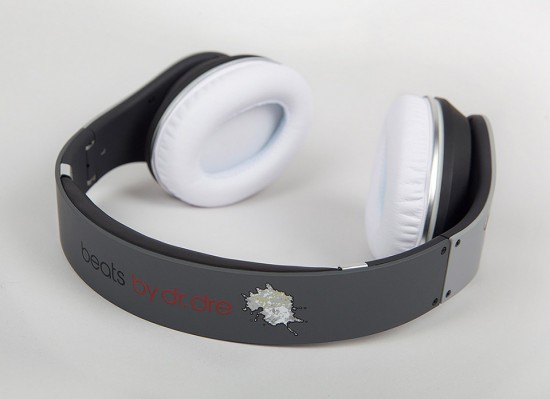 Image pigeon beats 4 550x399   Staple Design x Beats By Dre